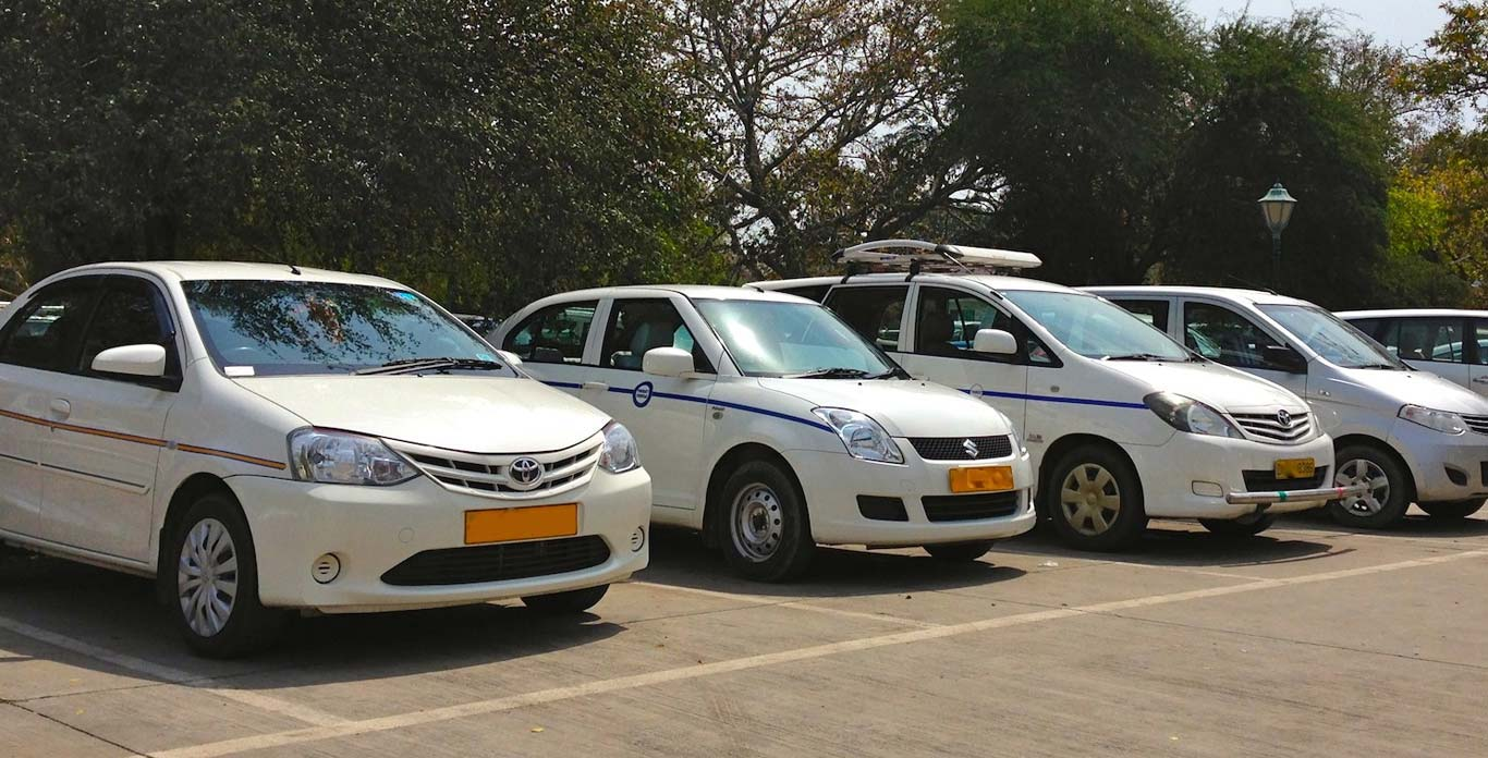 Book Hyderabad to Pune Cabs